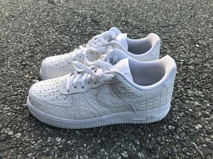 NIKE AIR FORCE 1 07 LV8 9.5 for Sale in Silver Spring, MD