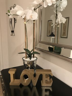 Gorgeous resin gold LOVE sign. Pretty on any table or desk. 11.5wide by 4.5 tall for Sale in Pembroke Pines, FL