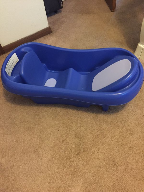 Blue infant and toddler bath tub for Sale in Endicott, NY - OfferUp