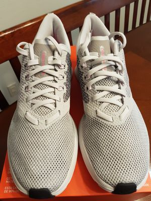 85048fd8be68b5 New Women s Nike Shoes (Size 8.5)
