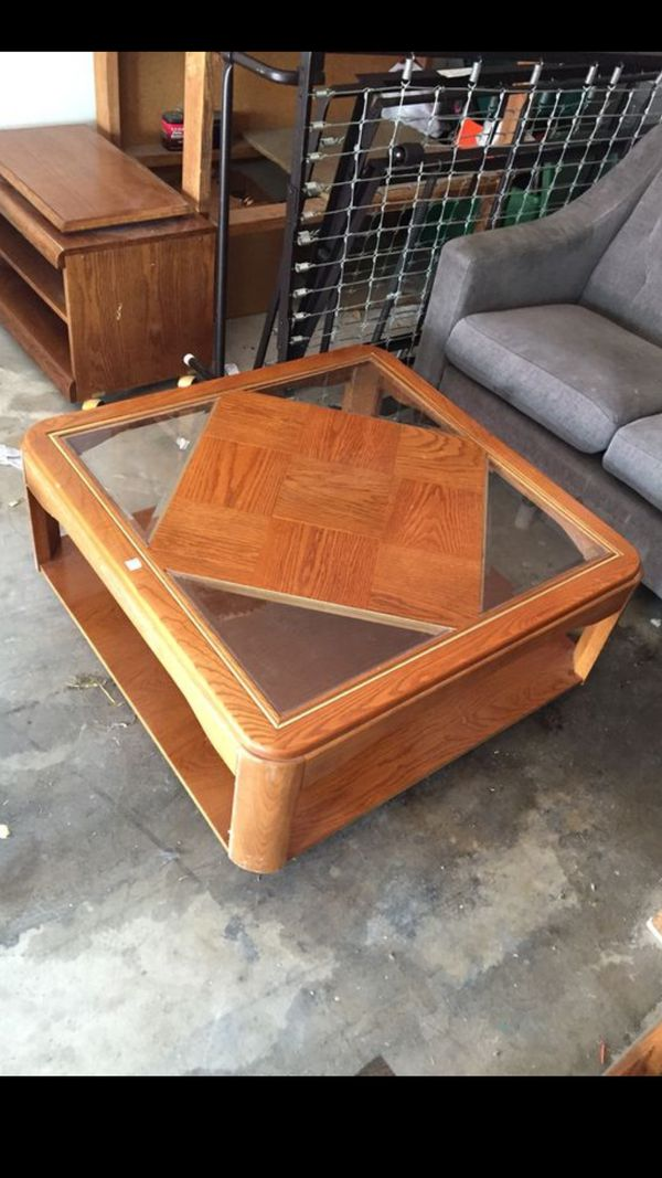 fdcd98ff2be Beautiful Wooden Coffee Center Table (Furniture) in Las Vegas