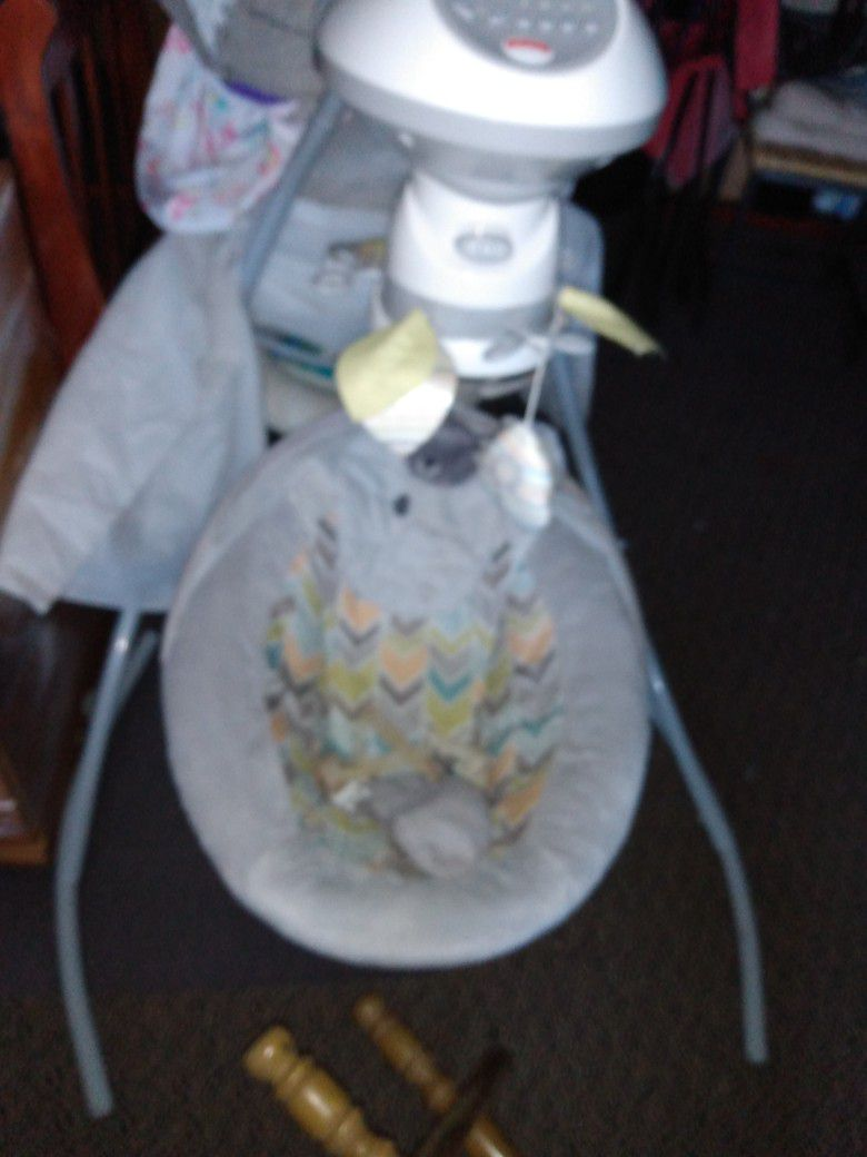 baby swing on very good condition