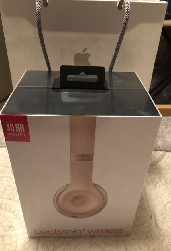 Beats solo 3 Wireless Headphones Matte Gold By Dr  Dre ( authentic and  sealed) for Sale in Hemet, CA - OfferUp