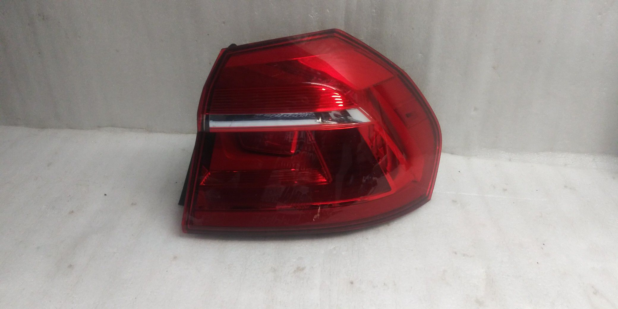 2016 2017 2018 VW Passat tail light