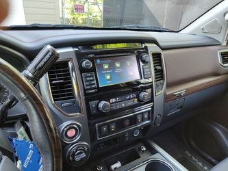 2017 Nissan Titan Thumbnail