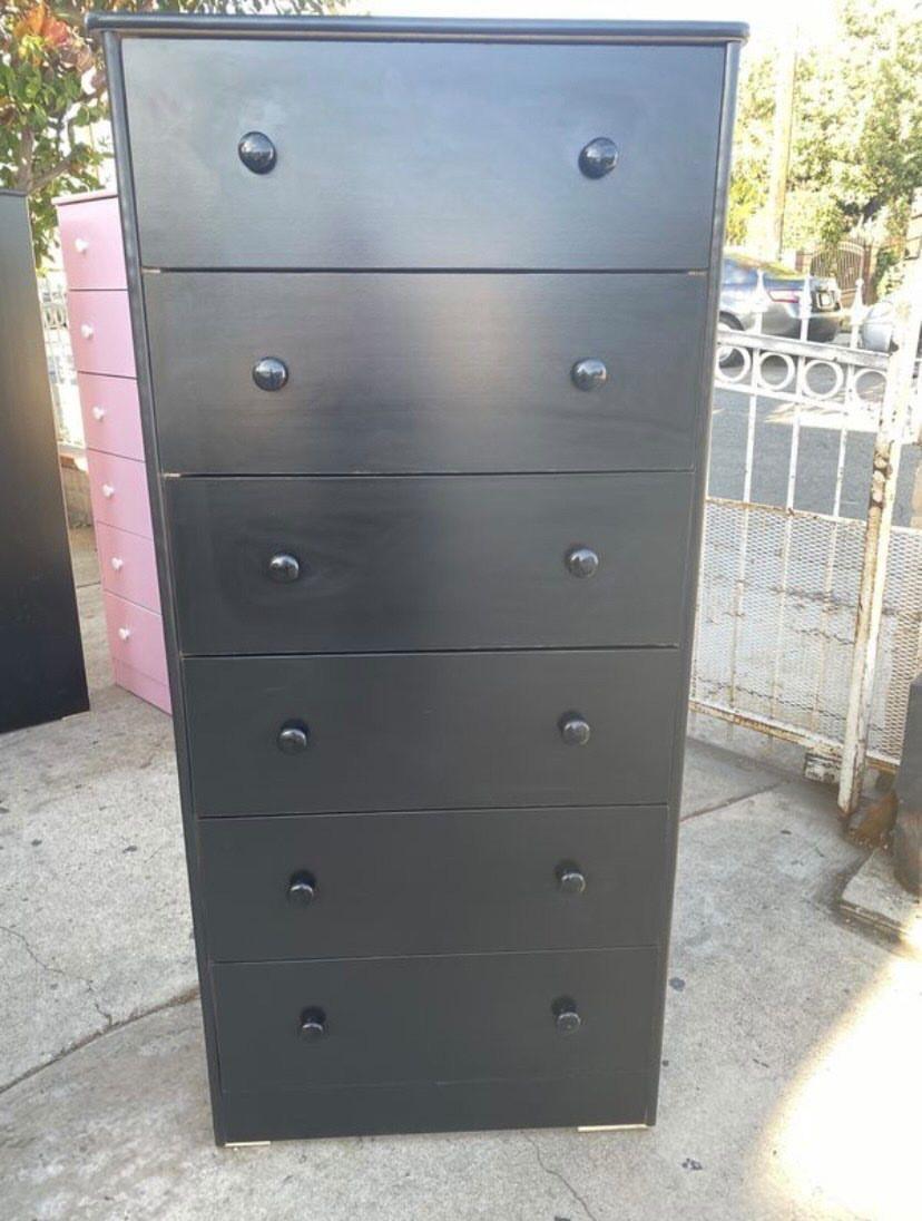 black jumbo 6 drawer chest $180