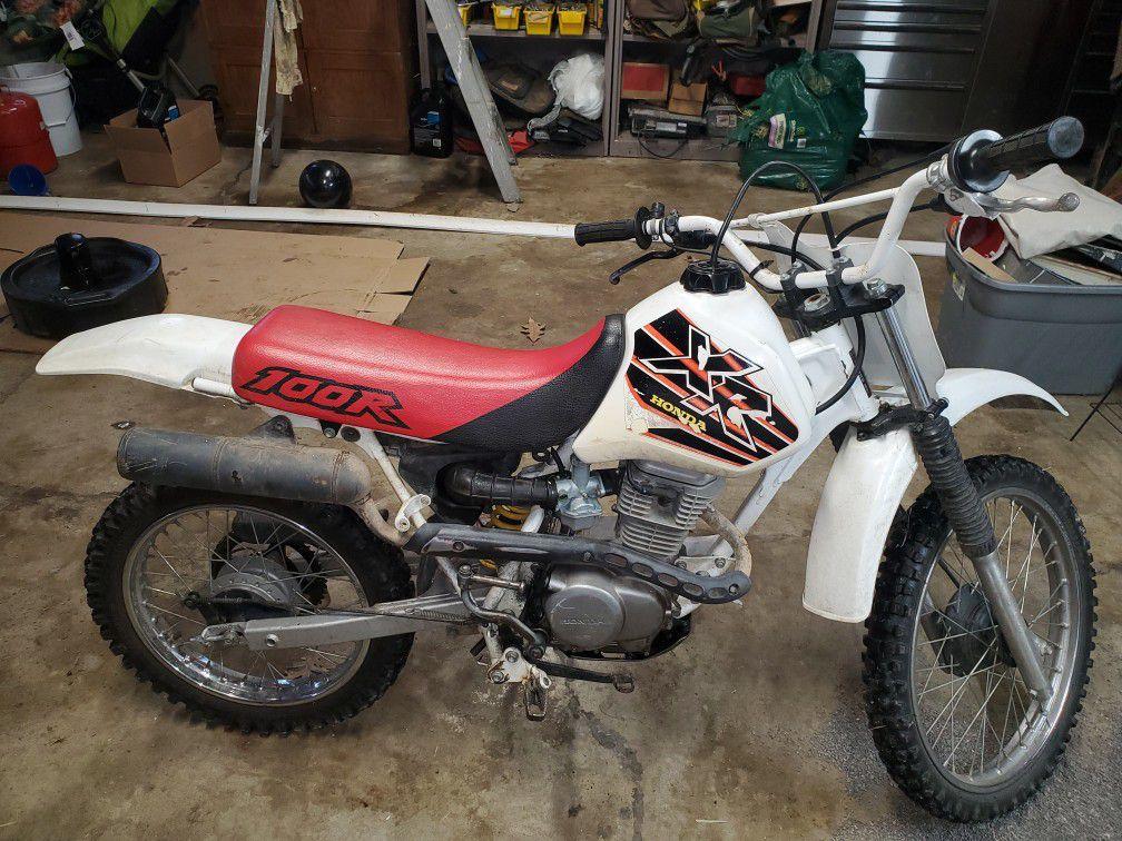 Photo Honda XR 100cc engine 4 stroke