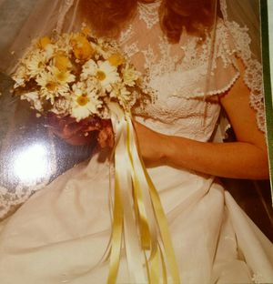 Wedding dress with Vail, shoes and garter for Sale in Fresno, CA