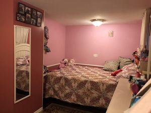 Traila de venta muy buena condición todo está remodelado tiene dos cuarto un baño sala Cosina y dos casa para eramienta for Sale in Alexandria, VA