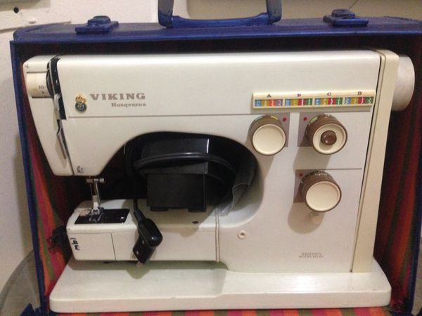 Lubricate Vintage Sewing Machine In Noho For Sale In Los