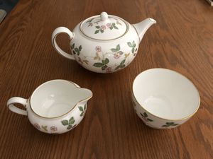 Photo Wedgwood Bone China Wild Strawberry Tea Pot, Sugar Bowl, and Creamer.