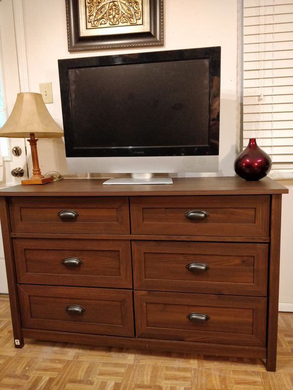 Nice Modern Dresser Tv Stand With 6 Drawers In Very Good Condition