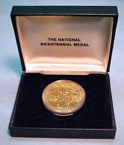 1976 BICENTENNIAL COIN - GOLD PLATED BRONZE PROOF for Sale in Philadelphia, PA