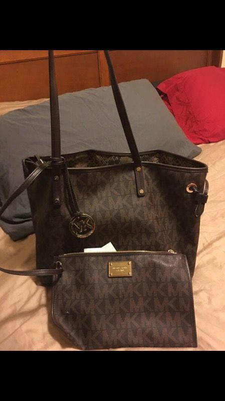 88f2d919f9a8 Authentic MK reversible Large tote for Sale in San Antonio, TX - OfferUp