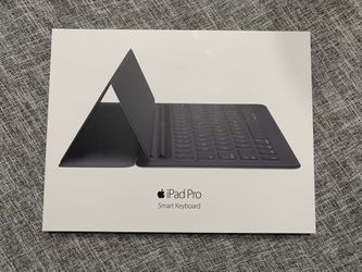 Ipad Pro 2nd Generation with Apple pencil, smart keyboard, and folding case Thumbnail