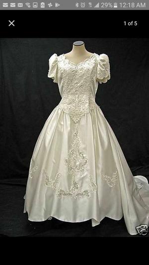 Gloria Vanderbilt wedding dress , very beautiful dress for Sale in Las Vegas, NV
