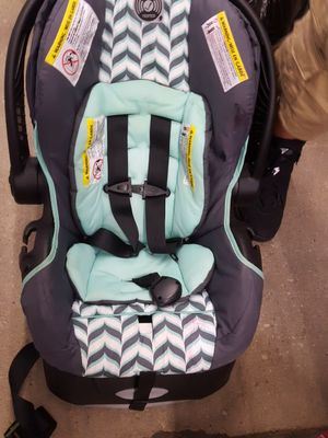 Graco baby car seat for Sale in Alexandria, VA