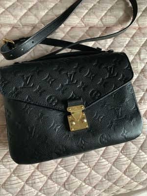 Louis Vuitton crossbody pochette Métis embossed for Sale in Raleigh, NC