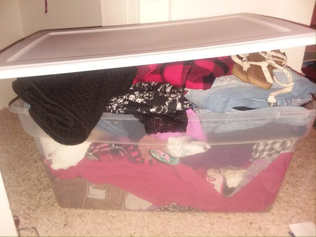 1 huge tub overflowing with clothes