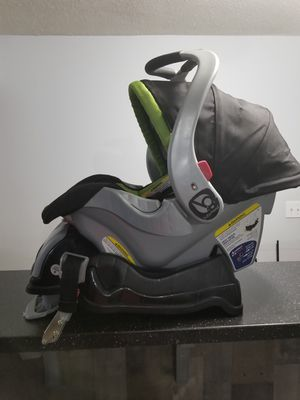 Babytrend black and green car seat w/head and strap cushions for Sale in St. Charles, MD