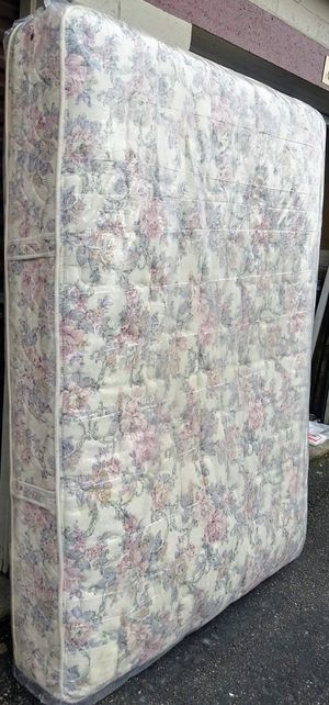 Photo Queen Size Spring Air mattress and box spring. In plastic