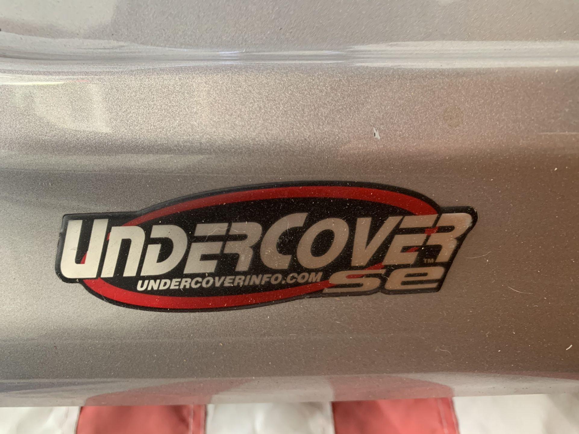 Silver Undercover SE Tonneau Bed Cover