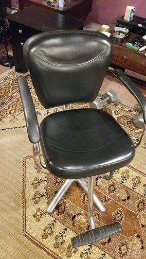 Black and silver salon chair for Sale in Ashburn, VA