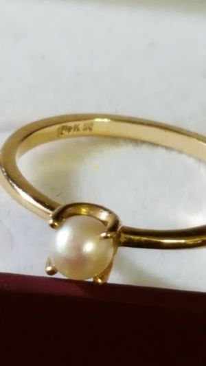Photo Precious Ring 14k Real Gold with a precious pearl on it. 1.59grs size 5.5. Gorgeous 14k Real Gold.