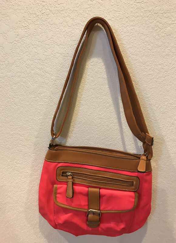 ee6d72e3f14952 Cute over shoulder purse from Kohls like new for Sale in Henderson ...