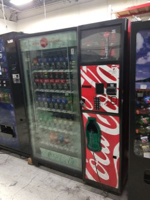 Coke vending machine fully working for Sale in Silver Spring, MD