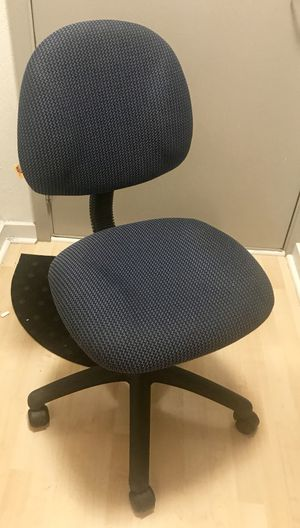 $20 - Blue Office / Desk Chair on Wheels for Sale in Arlington, VA