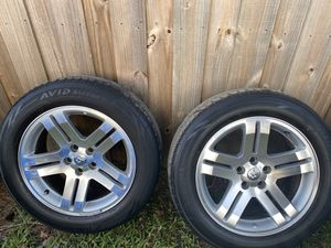 "Photo Dodge Charger 18"" stock rims and tires"