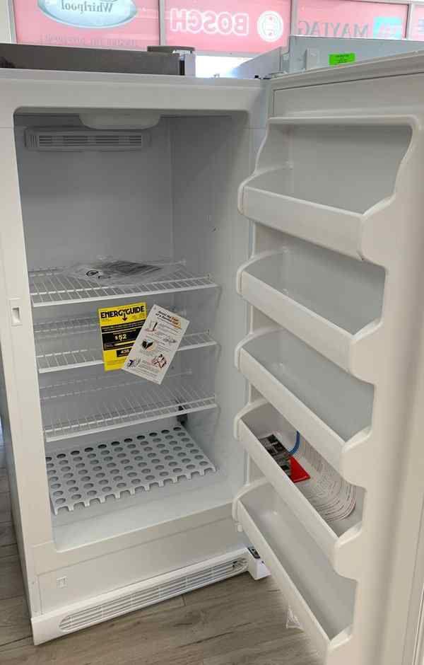 Freezer Frigidaire! Standing deep freezer! Comes with warranty 4DR3