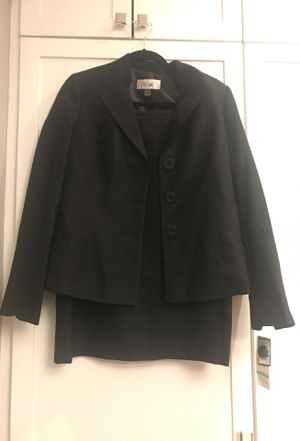 Le suit skirt suit size 8 (fits like a 10 or 12) for Sale in Chevy Chase Village, MD