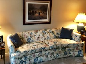 Cozy Living room set (couch and matching chairs) for Sale in Vienna, VA