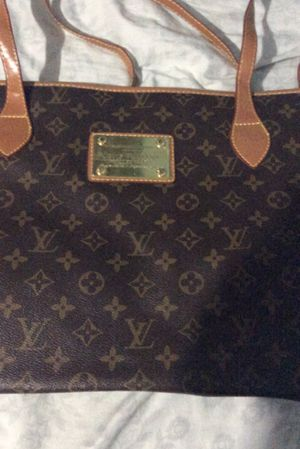 Louis Vuitton tote bag for Sale in Woodbridge, VA