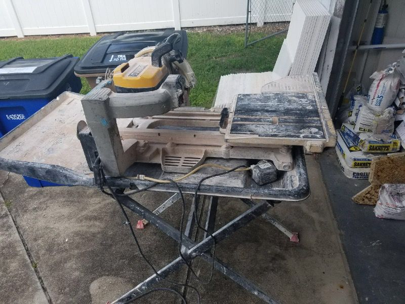 Wet saw marble and tile cutter works great and new blade