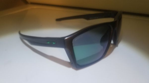 813ecb410c9 Oakley