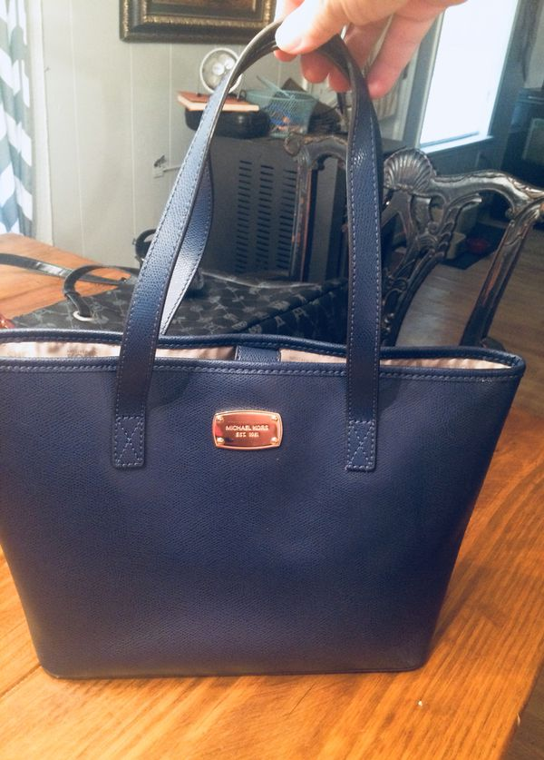 1c6990c40a Authentic Michael Kors Navy Purse for Sale in Cabot
