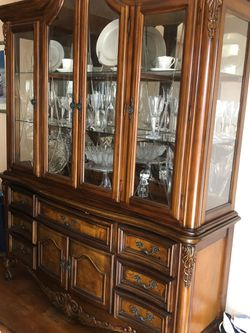 Dining room table and China. Excellent condition Thumbnail