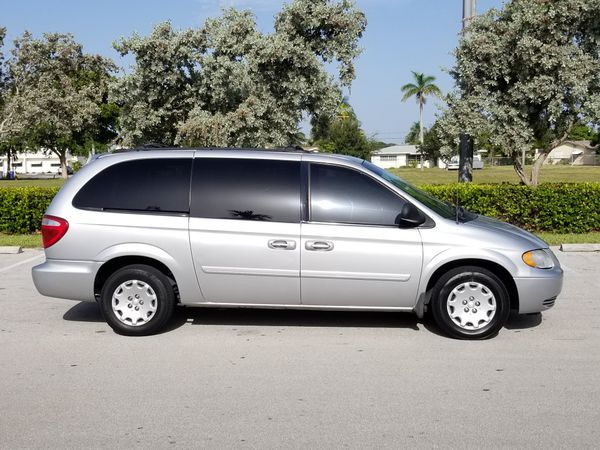 2004 chrysler town country lx van 98k miles power windows and
