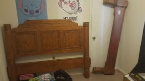Free bed frame queen size 4 post bed for Sale in Knoxville, MD