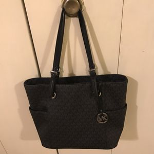 Michael kors handbag click on my profile picture on this page to check out my other listings message me if you interested pick up in Gaithersburg Mar for Sale in Gaithersburg, MD