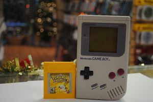 Original Gameboy with Pokémon Yellow for Sale in Clearwater, FL