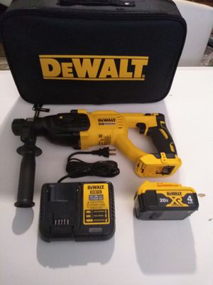 Photo DEWALT 20 VOLT XR BRUSHLESS ROTARY HAMMER, WITH BATTERY 4.0AH, CHARGER AND BAG . NEW. NUEVO.