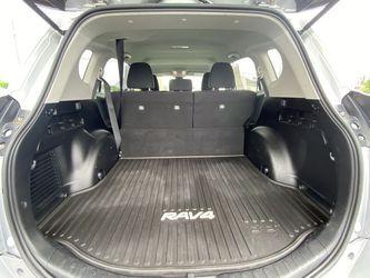 2017 Toyota RAV4 Thumbnail