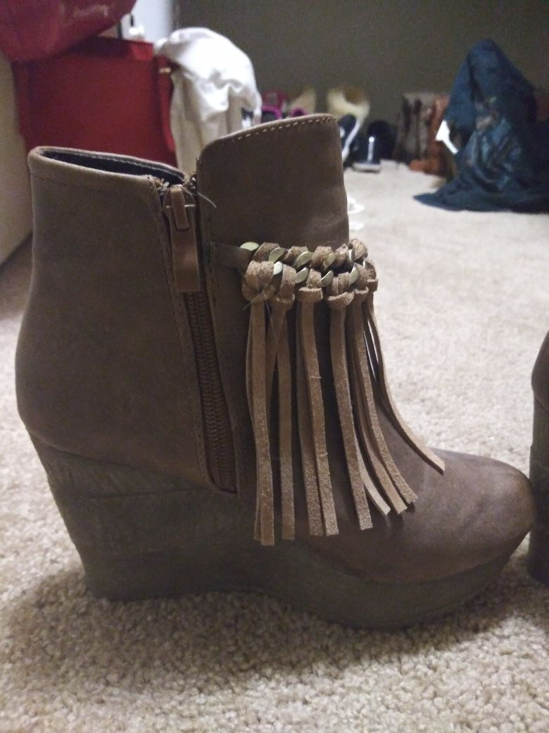 Brown boots size 7