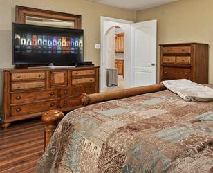 King Bedroom Set Thumbnail