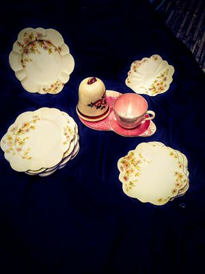 Photo The foley England vintage china cups plates serving tea