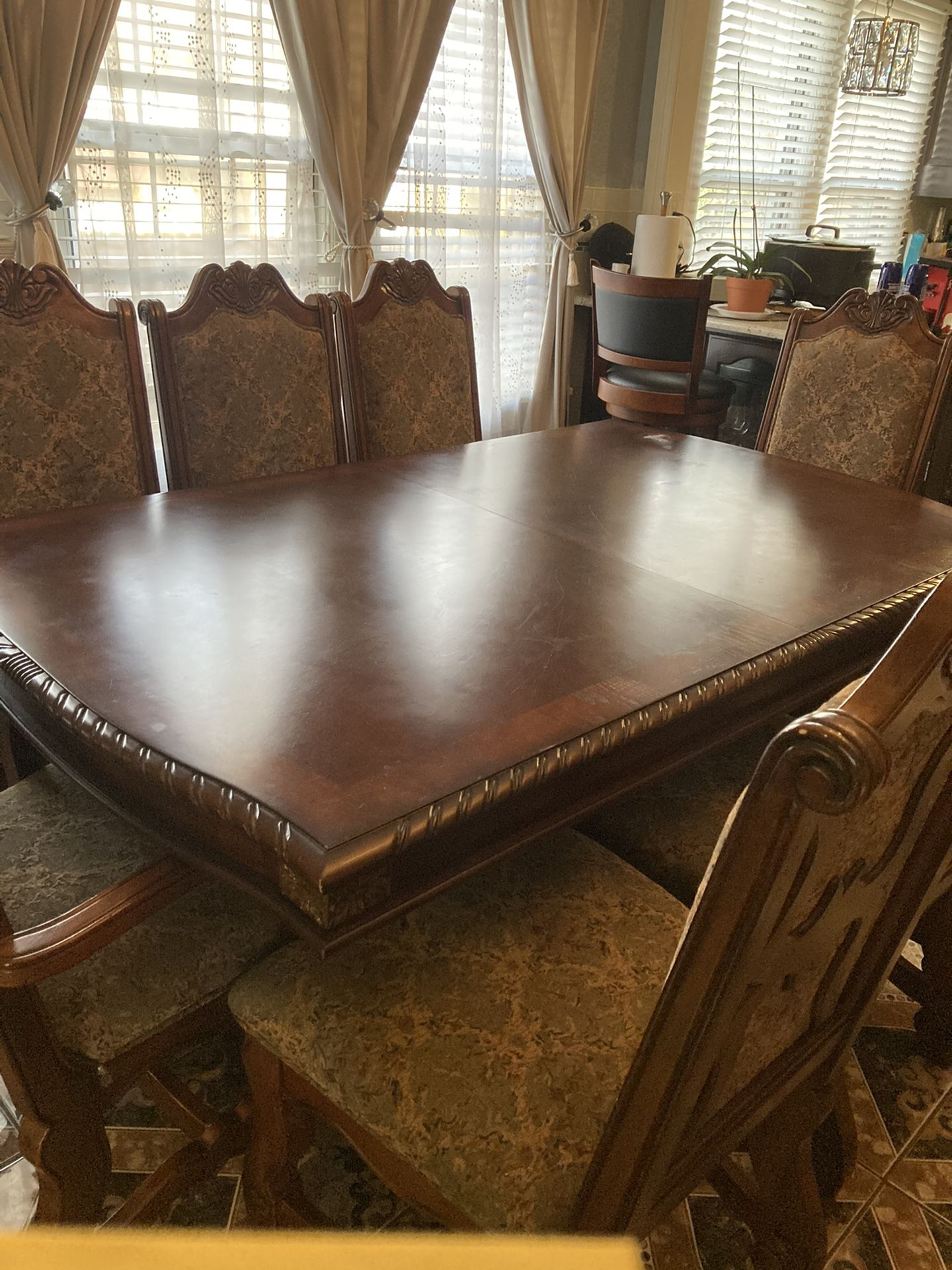 Beautiful China Cabinet With 8 Chairs/w Leaf